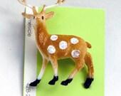 Small kitsch deer fawn pin
