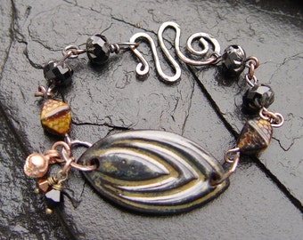 Rusty Black Spindle - Stoneware and Pressed Glass Bracelet