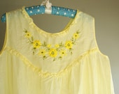 SALE pale yellow buttercup cotton babydoll nightie with lace trim and floral embroidery 60s 70s large xl plus size