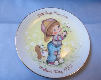 Vintage Avon Mothers Day Plate 1982