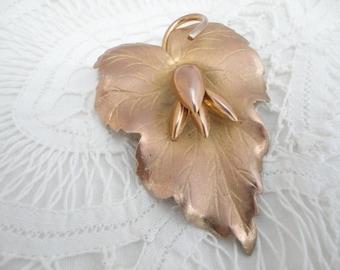 Very Pretty Vintage Metal Leaf Brooch