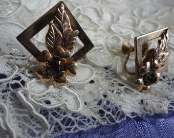 Goldtone Metal Geometric with a Flower Vintage Screw Back Earrings