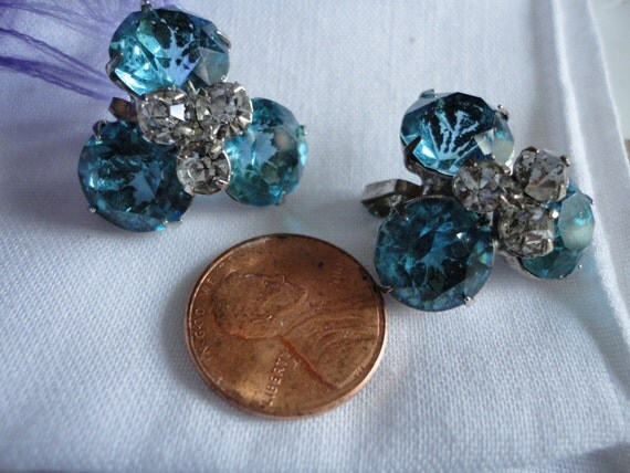 Beautiful Light Blue Cut Faceted Glass Vintage Clip on Earrings
