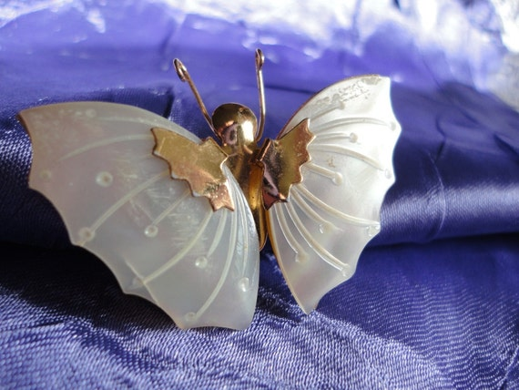 Mother of Pearl and Gold tone Metal Butterfly Brooch Vintage Jewelry