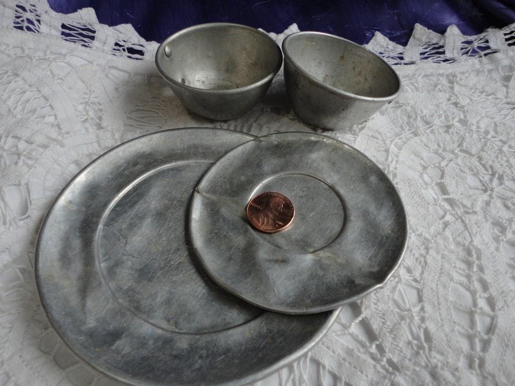 Vintage Tin Plates 35