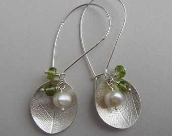 Silver leaf dish green bead cluster earrings