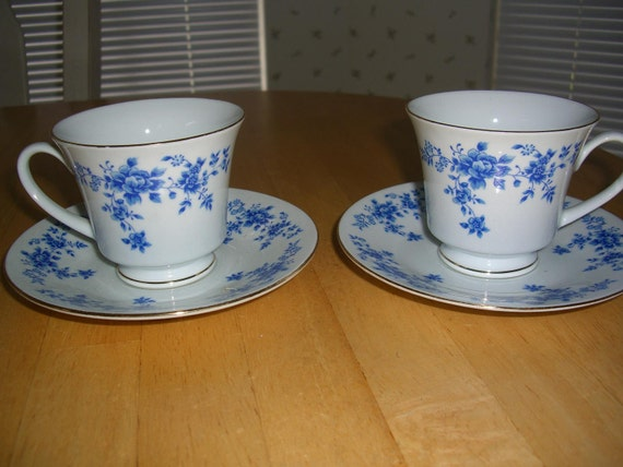 cups and saucers /  TEA  FOR 2