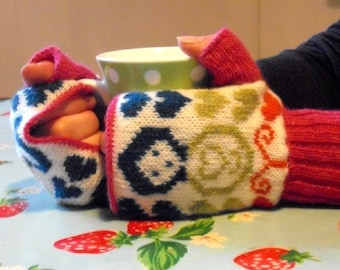 Russian dolls & Hearts Knitted Fairisle Hand Warmers/Gloves