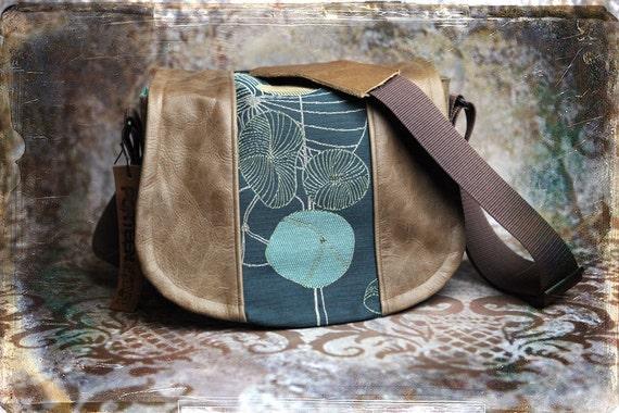 Pre-Order Contemporary and Leather DSLR Camera Bag - Medium
