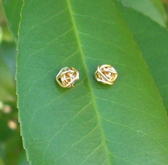 Gold wire Knot Stud Earrings.