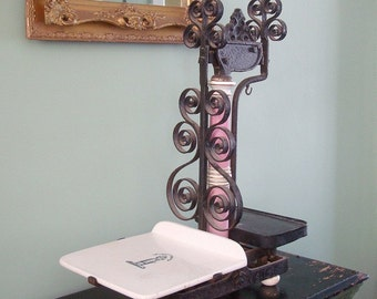 Antique Victorian Era Iron Grocers Scale