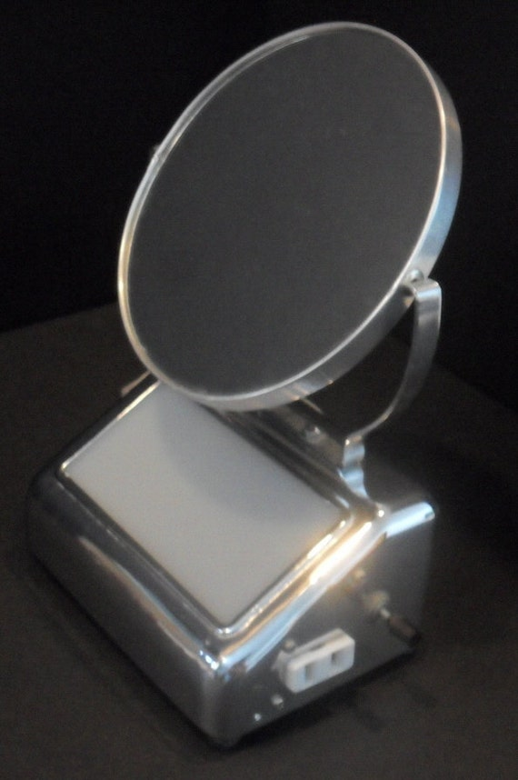 Art Deco 1950s Chrome Light and Vanity Mirror Excellent Condition