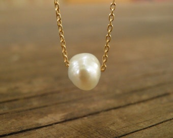June Birthday Gift, Tiny One Asymmetric Freshwater Pearl Necklace, Bridesmaid gift, Floating pearl Necklace, Minimalist Gold Bridal Necklace