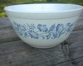 Pyrex Colonial Blue French Daisy Blue Mist White Mixing Bowl