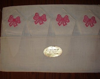 Placemats and Napkins With Pink Trim, Vintage Linens