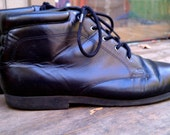 Size 9 M or 9.5 Black Leather Lace Up Granny Ankle Boots / Pixie Boots / Flat Boots