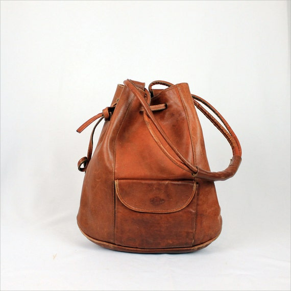rust leather bucket bag / vintage cinch hobo
