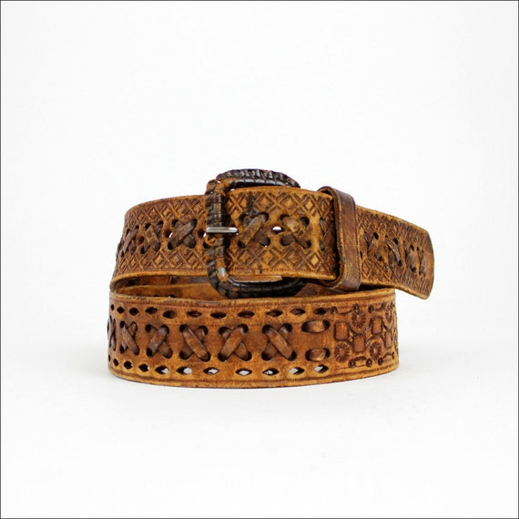wide tooled leather 1970s laced belt  (m/l)