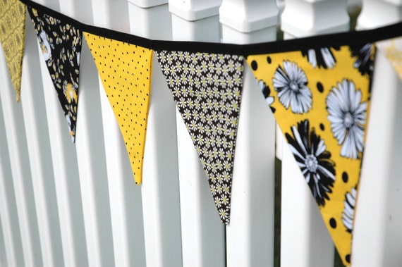 SALE Eco-Friendly Reusable Fabric Bunting, Banner, Pennant, Flag, Garland, Photo Prop, Decoration in Black Yellow White Daisy Bee
