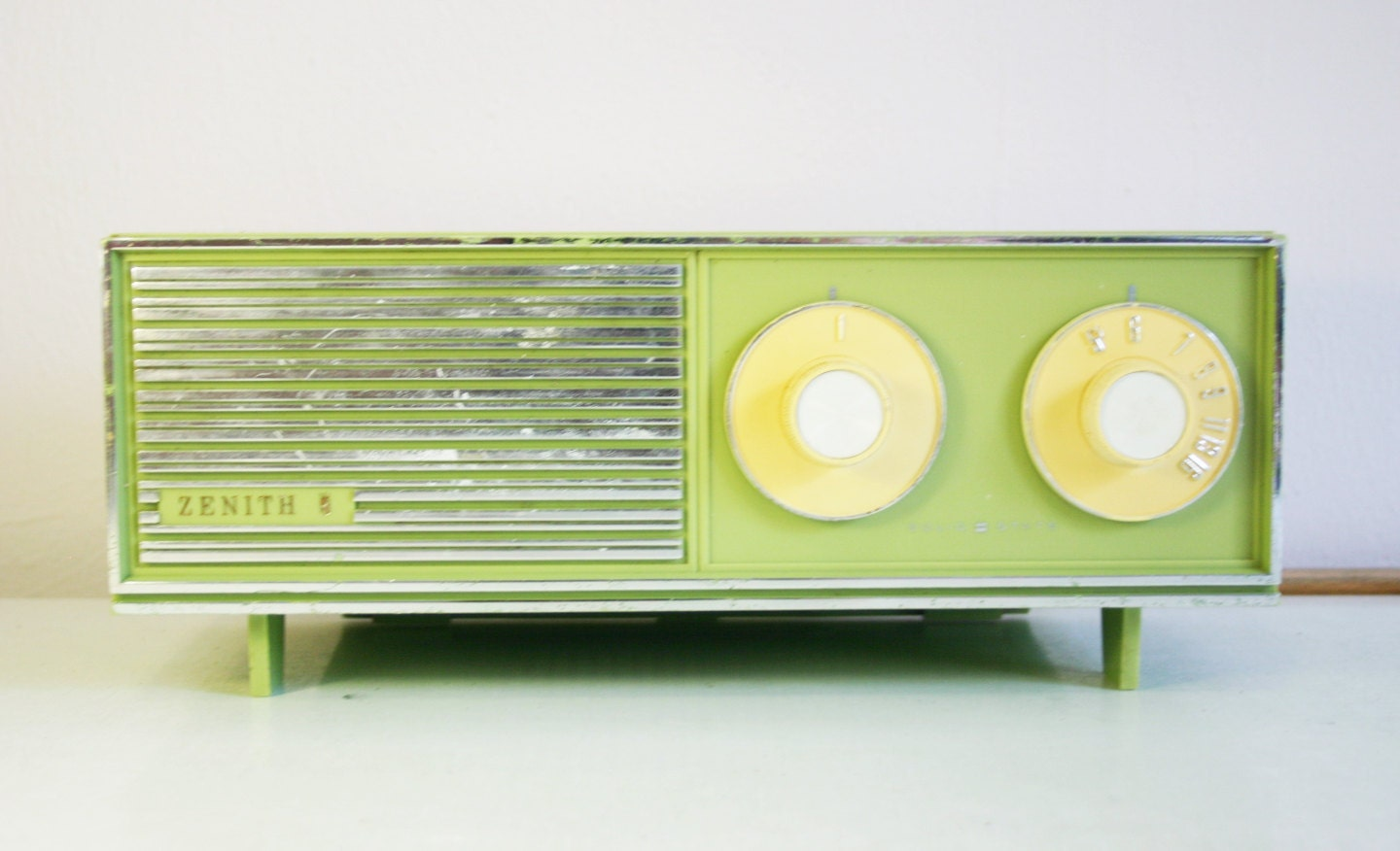 1950 S Zenith Solid State Radio In Avocado Green Works