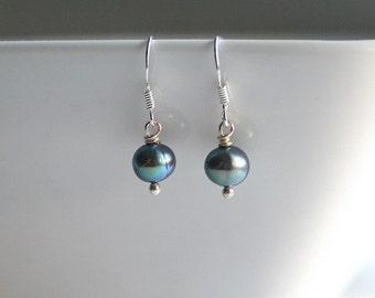 Small peacock green pearl earrings - PEACOCK PEARL