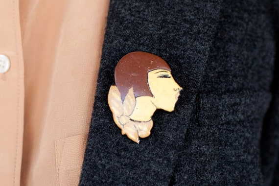 Vintage 1920s Flapper Face Pin Brooch Plastic Brown Cream