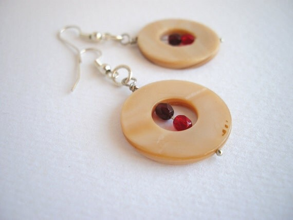 Beige and red dangle earrings, round shell bead earrings, minimal everyday jewelry, donut earrings, beaded earrings, gifts under 15
