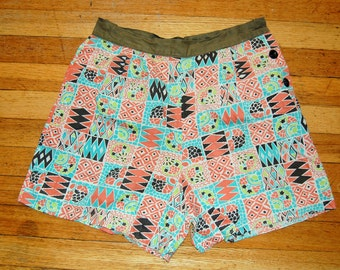S Vintage 70s Patterned High-Waisted Shorts