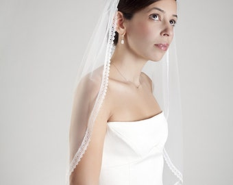 Cocoon- one layer wedding bridal veil with a lace edge, ivory or white [style 005]