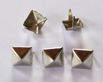 100 PCS. 14.00 mm.  Silver Pyramid Studs