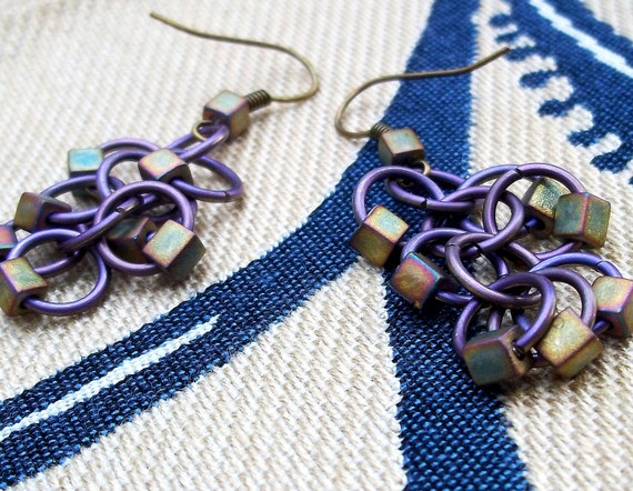 Violet iris cubes titanium chainmaille earrings with iris seed beads