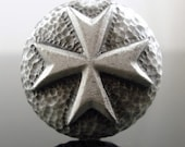 MALTESE CROSS pewter button - Antiqued Silver or Gold