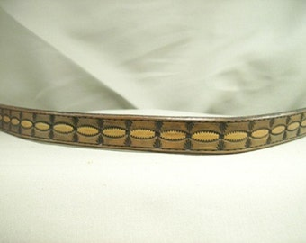 Leather Dog Collar with Oval and Arrowhead Design
