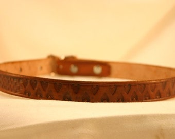 Leather Dog Collar with Arrowhead Pattern