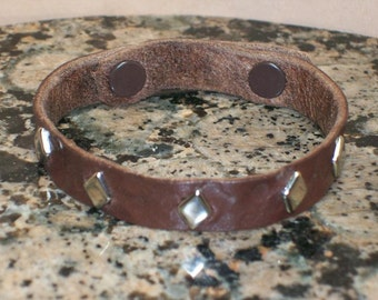 Narrow Hammered Leather Bracelet with Diamond Spots