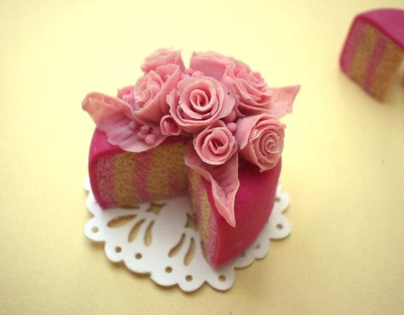 Rose Garden Cake in Pink - Dollhouse Miniature in 1:12 scale