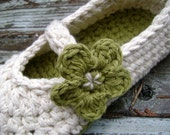 Cotton Mary Jane style slippers with flower in linen and tea leaf - with free application of ...