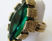 Vintage 50s Gold Florenza Style Emerald Green Marquis Cut Rhinestone Cocktail Dinner Ring Costume Jewelry