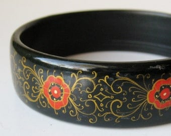 From Russia with Love, Vintage Red & Gold Hand Painted Russian Black Lacquer Bangle Bracelet