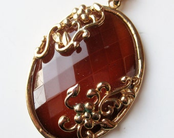 Vintage 60s Chunky Gold Faceted Amber Lucite Statement Pendant Necklace