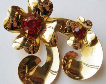 Vintage 40s Designer Coro Gold Ribbon Red Rhinestone Brooch Pin