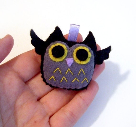 Black and grey night owl plushie keychain / cell phone charm