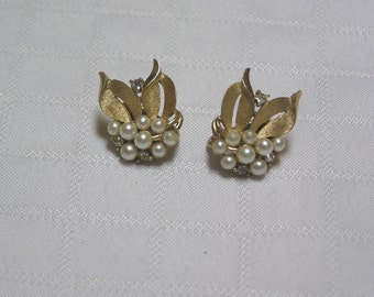 Crown Trifari pearls, rhinestones and brushed gold tone leaves clip on earrings