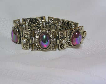 Vintage Chunky Aurora Borealis Cabachons .. Art glass..Faux Pearl Accents..Gold Tone..Bracelet