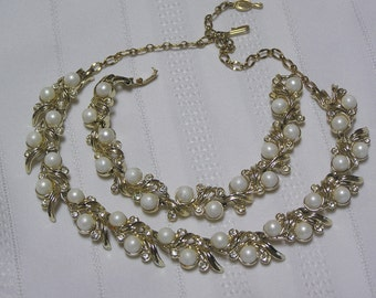 Vintage Sarah Coventry Royal Ballet..Bridal..Pearls and rhinestone necklace and bracelet