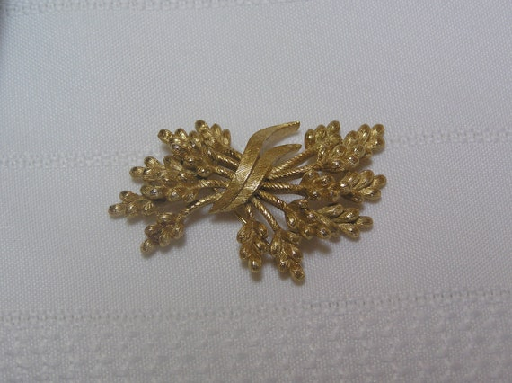 Vintage Crown Trifari Shafts of Wheat Gold Tone brooch