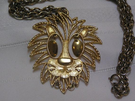 Vintage Lion Dangling Eyes Pendant Necklace