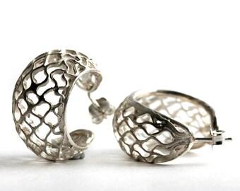 silver hoops earrings, honeycomb earring, modern style.