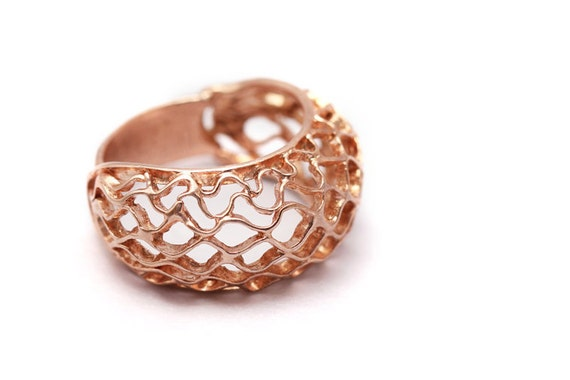 CLASSIC BEE HIVE contemporary rose golden ring, modern jewelry design