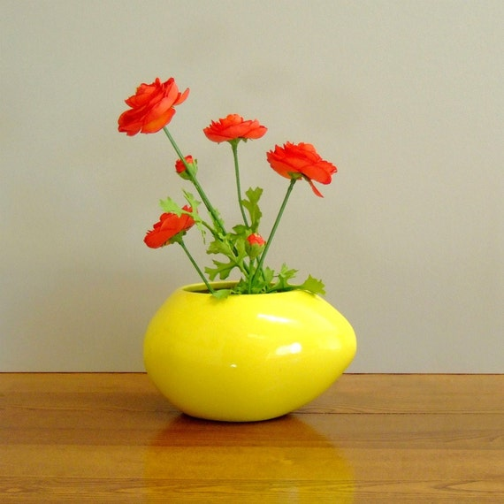 Vintage Haeger Mod  Egg Shaped Ceramic Yellow Planter